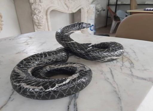Mermer yılan heykeli- 550