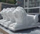 Mermer oturan aslan heykeli-03